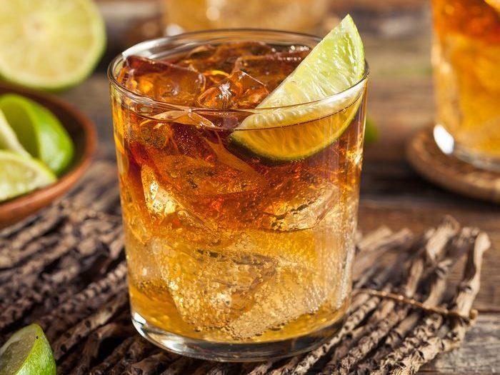 cocktail met rum - dark 'n' stormy recept